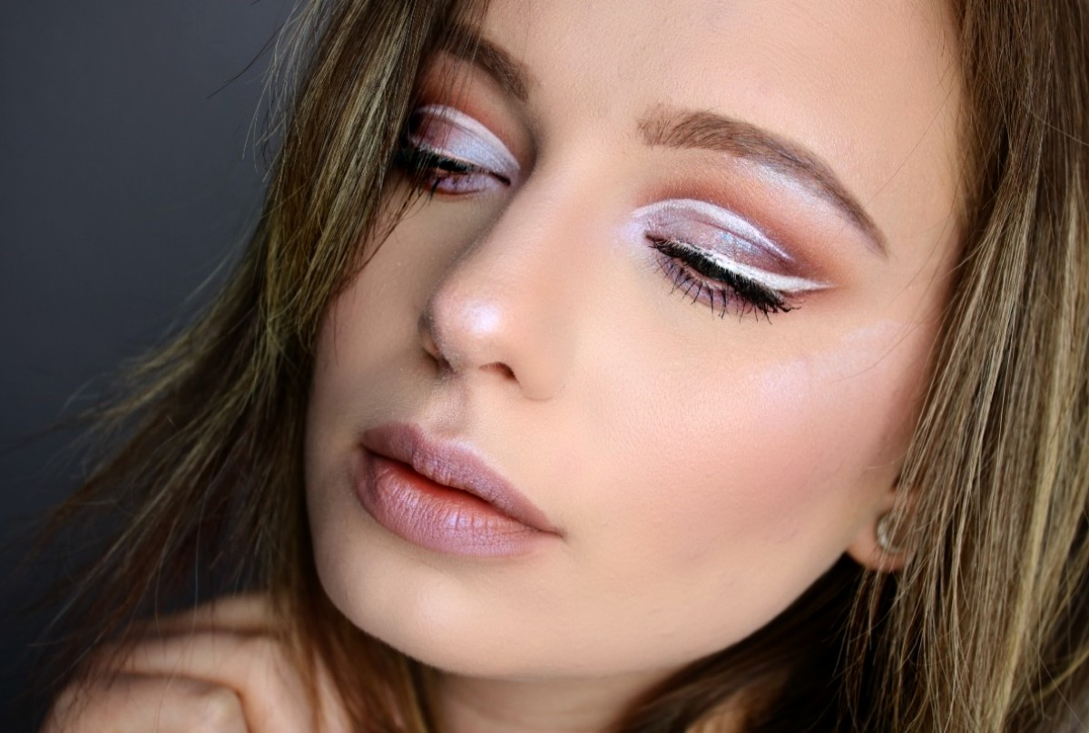 Holographic-Cut-Crease
