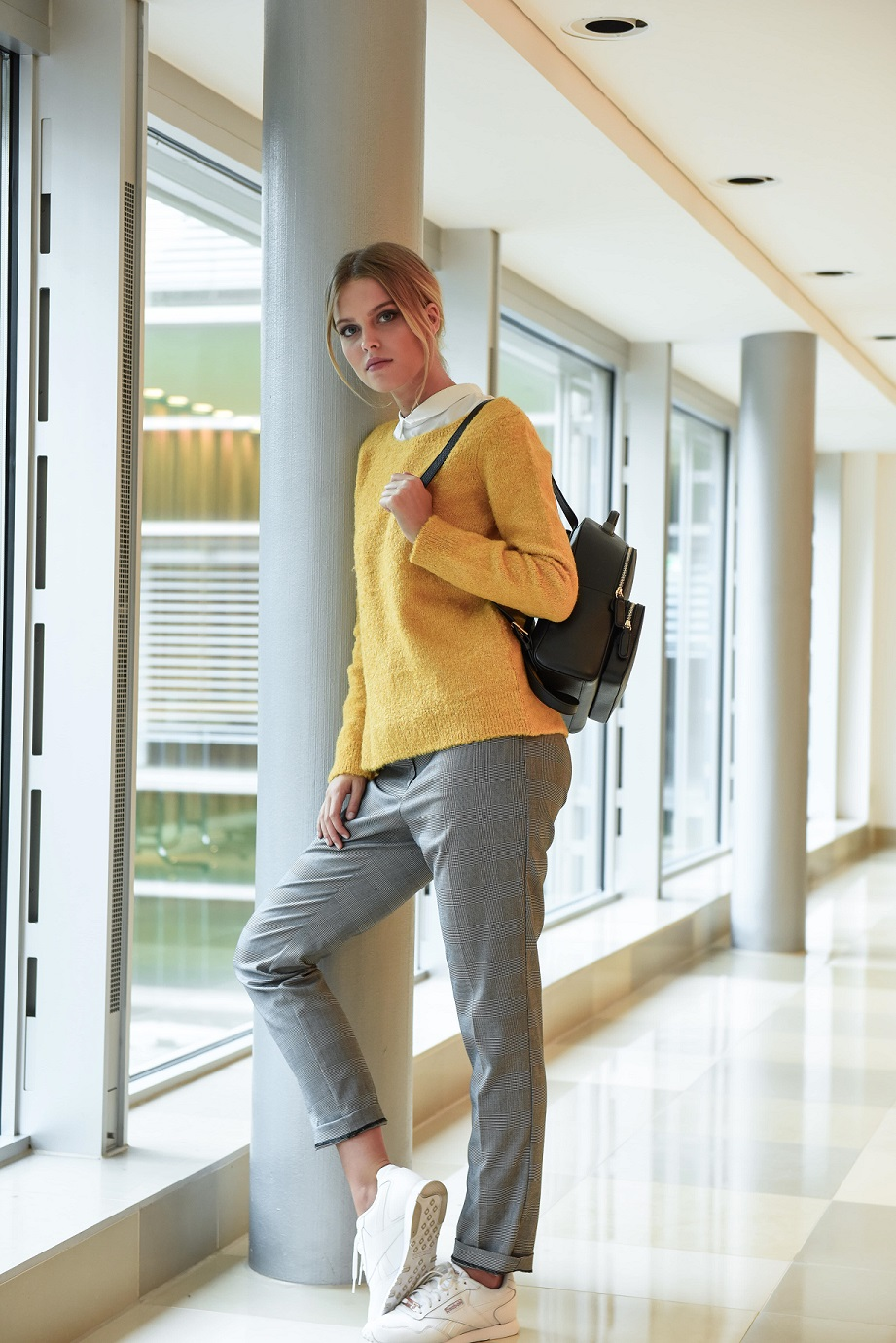 Back-to-University-Styling mit Trendteilen in Herbstfarben